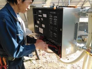 SPI太陽光3号発電所、パワーコンディショナ取付け作業(1)